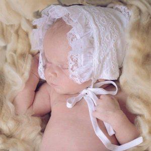 faire bonnet white heart newborn